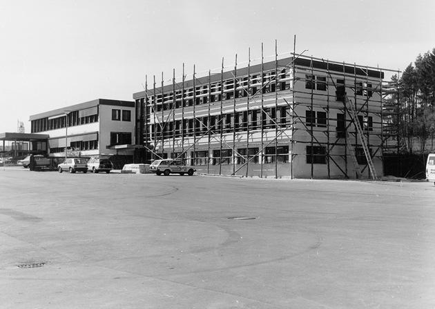 1980 wurde das Bürogebäude in Wenden-Hünsborn erweitert.