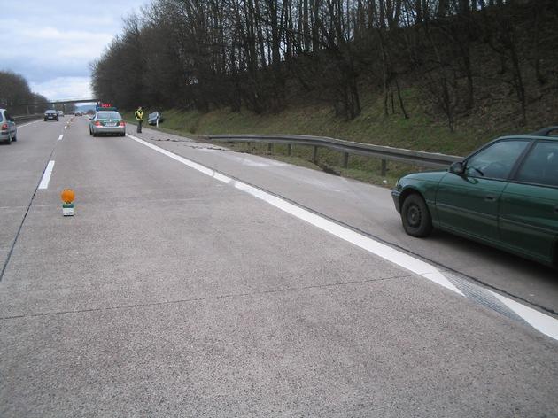 POL-HI: Suche nach Taschentuch endet auf der BAB 7 in Verkehrsunfall mit verletzter Person