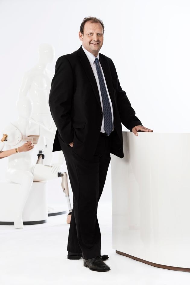 Ralf Stuch nimmt zentrale Position ein.