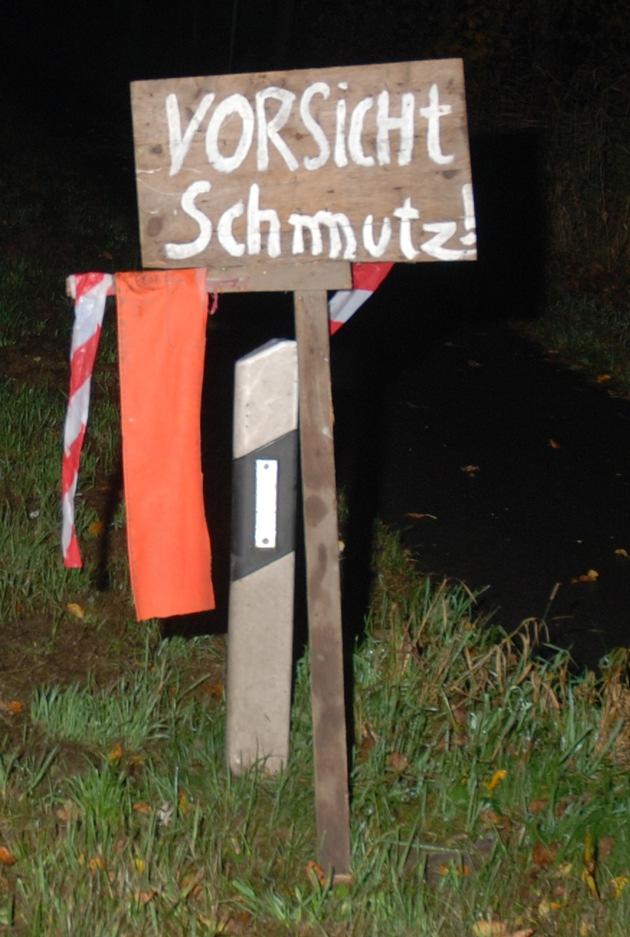 Foto: Polizei (dieses Schild ist nicht ausreichend, da es bei Dunkelheit nicht reflektiert)