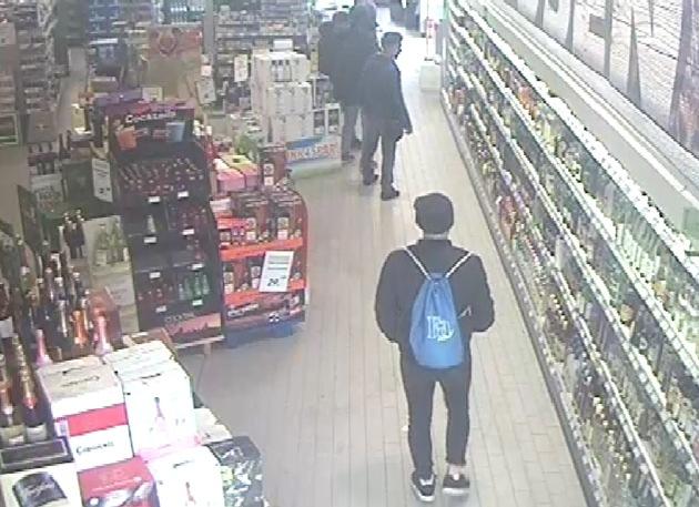 Wer kennt den Mann mit dem auffälligen Rucksack?