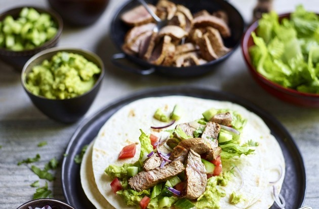 Lecker, schnell und einfach! Tolles Sommergericht mit Lammfleisch: Lamm Wraps mit Guacamole