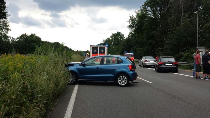 FW-RE: Verkehrsunfall mit sechs verletzten Personen