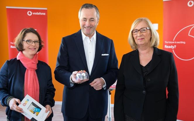 Julia Kleeberger, Hannes Ametsreiter und Rena Fischer-Bremen beim Start der digitalsten Kita Düsseldorfs