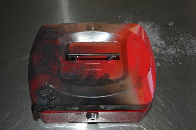 Wem gehört die rote Geldkassette?