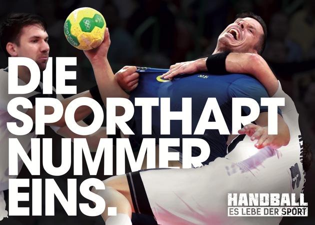 """Handballdeutschland hat die bundesweite Image-Kampagne """"Handball - Es lebe der Sport"""" gestartet. Die Kampagne will die Aufmerksamkeit und den gesellschaftlichen Stellenwert des Handballs in Deutschland erhöhen, indem sie Attribute des Handballs, wie authentisch, leidenschaftlich, echt und ehrlich mit provokanten Sprüchen, Motive und Spots plakativ in Szene setzt. """"Handball - Es lebe der Sport"""" Kampagnen-Motiv: DIE SPORTHART NUMMER EINS. Weiterer Text über ots und www.presseportal.de/nr/125864 / Die Verwendung dieses Bildes ist für redaktionelle Zwecke honorarfrei. Veröffentlichung bitte unter Quellenangabe: """"obs/Handball-Bundesliga"""""""