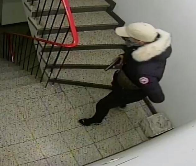 POL-D: Öffentlichkeitsfahndung - Wer kennt diese Räuber? - Polizei fahndet nach zwei Tätern - Bilder hängen an