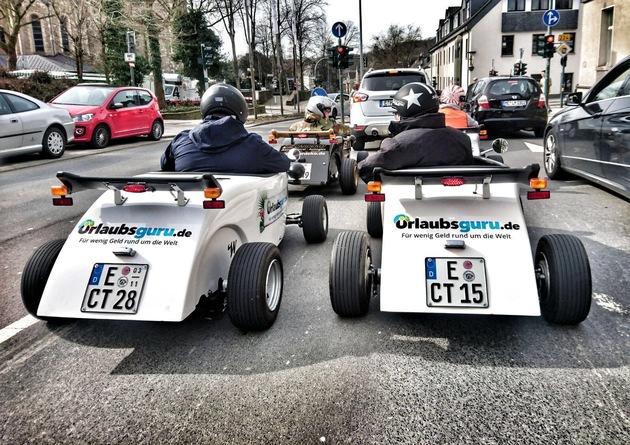 Am Samstag und Sonntag können Besucher kostenlos eine Spritztour mit den Urlaubsguru-Hotrods durch Unna drehen. Foto: Urlaubsguru