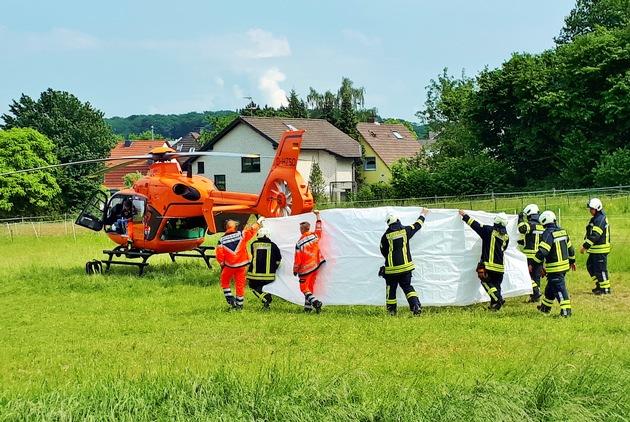 Der lebensgefährlich verletzte Bewohner wurde nach der notärztlichen Stabilisierung in das Bergmannsheil Bochum geflogen. Die Klinik ist u.a. auf Brandopfer spezialisiert.