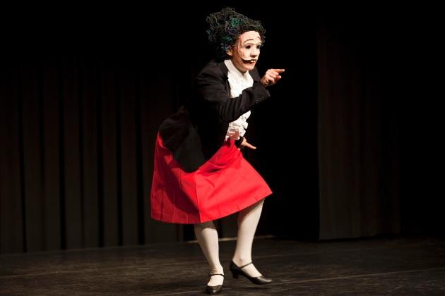 Percento culturale Migros: concorso di teatro di movimento 2013 / Giovani artisti di talento
