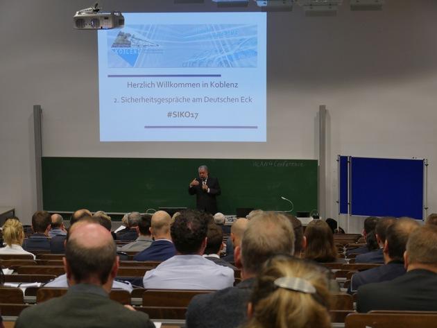 Ministerpräsident a.D. Kurt Beck im Rahmen seines Schlüsselvortrags.