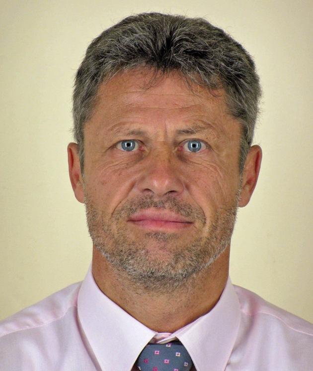 POL-KA: (PF) Pforzheim - Stefan Hammer in den Ruhestand verabschiedet, Uwe Carl neuer Leiter des Kriminalkommissariats Pforzheim