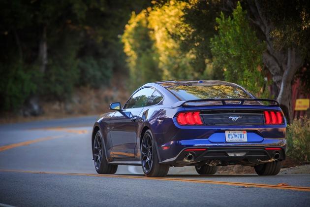 """2018 Ford Mustang in Kona Blue / Weiterer Text über ots und www.presseportal.de/nr/6955 / Die Verwendung dieses Bildes ist für redaktionelle Zwecke honorarfrei. Veröffentlichung bitte unter Quellenangabe: """"obs/Ford-Werke GmbH"""""""