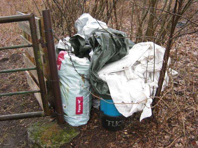POL-SE: Norderstedt, Ohetwiete  / Polizei sucht Hundebesitzer