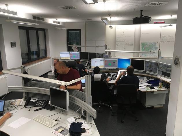 Einsatzzentrale mit personeller Verstärkung