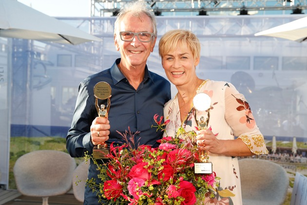 """Peter Prager und Gesine Cukrowski sind die Gewinner des MS EUROPA Poetry Award 2018 / Weiterer Text über ots und www.presseportal.de/nr/22469 / Das Bild ist NUR in Verbindung mit direkter Berichterstattung über Hapag-Lloyd Cruises honorarfrei zu verwenden. Veröffentlichung bitte unter Quellenangabe: """"obs/Hapag-Lloyd Cruises/Hapag-Lloyd Cruises / F. Krug"""""""