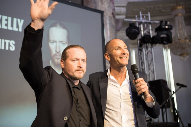 Joey Kelly, der im Rahmen des Allgeier Experts Summer Summits einen Impulvortag gehalten hat, und Thomas Götzfried, Vorstand von Allgeier Experts