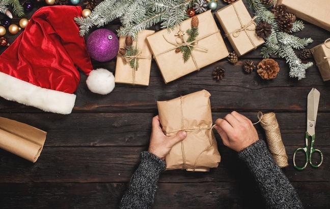 Ein selbstgebastelter Adventskalender verbreitet viel Freude und ist schnell gefüllt. Foto: Schnäppchenfee/IStock/kucherAV