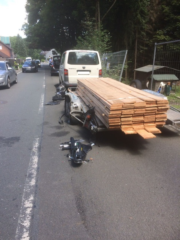 Verkehrsunfall PKW vs. Anhänger