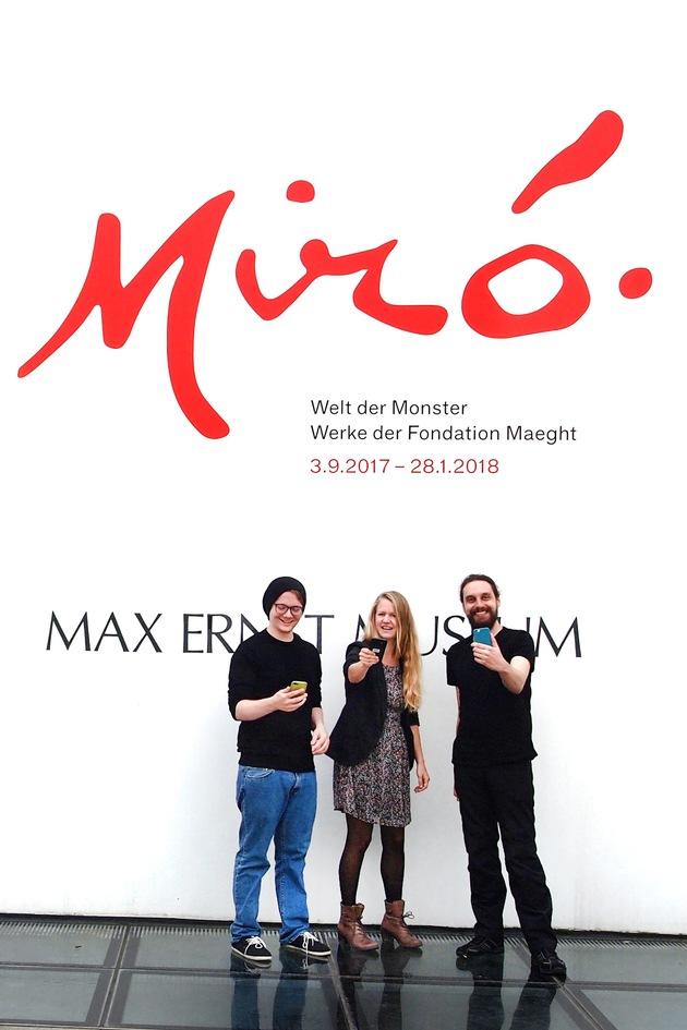 Die drei App-Entwickler (v.l.): Jonas Zimmer, Carmen Johann und Moritz Wallasch. (Foto: Katharina Tillmanns / TH Köln)