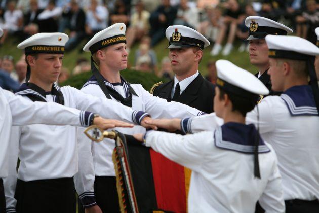 Deutsche Marine - Pressemeldung/ Pressetermin: Aus ganz Deutschland zur Marine - 353 Rekruten legen Eid in Parow ab
