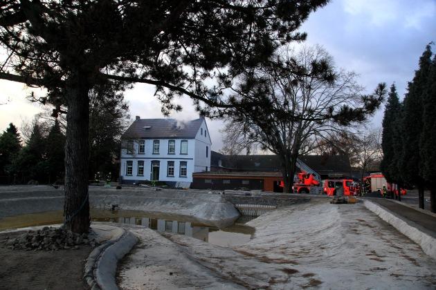FW-E: Dachstuhlbrand in Bauernhaus, niemand verletzt