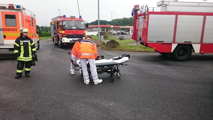 FW-WRN: Schwergewichtigen Patienten aus LKW gerettet