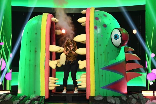"""Wer zieht dem Monster den faulen Zahn? Wer macht sich nass? Wer wird quer durch das Studio geschleudert? Wer tanzt sich """"Locker auf den Hocker""""? Und wer fällt ins Bodenlose? Comedian Bülent Ceylan eröffnet mit seiner ersten SAT.1-Show """"Game of Games"""" am Freitag, den 14. September 2018, um 20:15 Uhr, den SAT.1-Fun-Herbst. Lachen ohne Pause! Weiter geht es im Anschluss mit neuen Folgen von """"Genial daneben"""" (21:45 Uhr), """"Mord mit Ansage"""" (22:45 Uhr) und der ersten Staffel """"Richtig witzig"""" (23:45 Uhr).    Titel: Game of Games;  Staffel: 1;  Folge: 1;  Ausstrahlungszeitraum von: 2018-09-14;  Ausstrahlungszeitraum bis: 2018-09-14;  Copyright: SAT.1/Willi Weber;  Fotograf: Willi Weber;  Bildredakteur: Tabea Werner;  Dateiname: 1427028.jpg;  Rechtehinweis: Dieses Bild darf bis eine Woche nach Ausstrahlung honorarfrei fuer redaktionelle Zwecke und nur im Rahmen der Programmankuendigung verwendet werden. Spaetere Veroeffentlichungen sind nur nach Ruecksprache und ausdruecklicher Genehmigung der ProSiebenSat1 TV Deutschland GmbH moeglich. Nicht fuer EPG! Verwendung nur mit vollstaendigem Copyrightvermerk. Das Foto darf nicht veraendert, bearbeitet und nur im Ganzen verwendet werden. Es darf nicht archiviert werden. Es darf nicht an Dritte weitergeleitet werden. Aneinanderreihung/Zusammenlegung/Kopplung von Bildern zum Zweck der Erstellung von Slide-Shows o.ä. nicht gestattet; Verbindung/Einfügen/Anfügen von Werbung nicht gestattet. Bei Fragen: foto@prosiebensat1.com  Voraussetzung fuer die Verwendung dieser Programmdaten ist die Zustimmung zu den Allgemeinen Geschaeftsbedingungen der Presselounges der Sender der ProSiebenSat.1 Media SE.; Weiterer Text über ots und www.presseportal.de/nr/6708 / Die Verwendung dieses Bildes ist für redaktionelle Zwecke honorarfrei. Veröffentlichung bitte unter Quellenangabe: """"obs/SAT.1"""""""