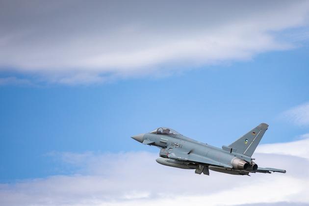 Ein Eurofighter des Taktischen Luftwaffengeschwaders 74 aus Neuburg an der Donau