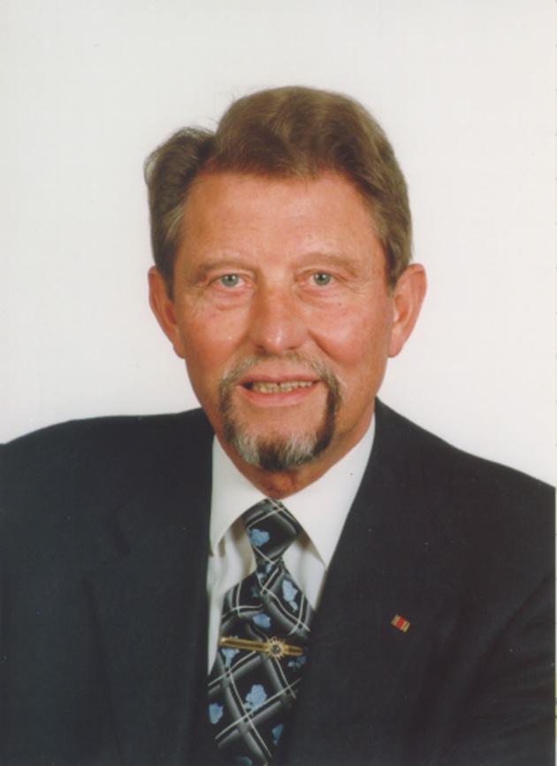 """Paul Gauselmann, VDAI-Vorsitzender: """"Automatenindustrie nimmt Herausforderung an"""" / Aber: Branchenkonjunktur auch 1999 weiterhin schlecht!"""