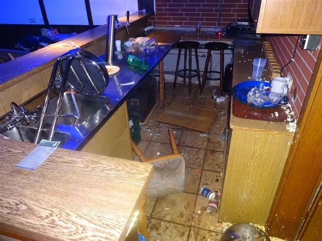 POL-BO: Bochum-Harpen / 16. Geburtstag eskaliert völlig! - Nicht eingeladene Gäste verwüsten Vereinsheim und klauen sogar die Geschenke