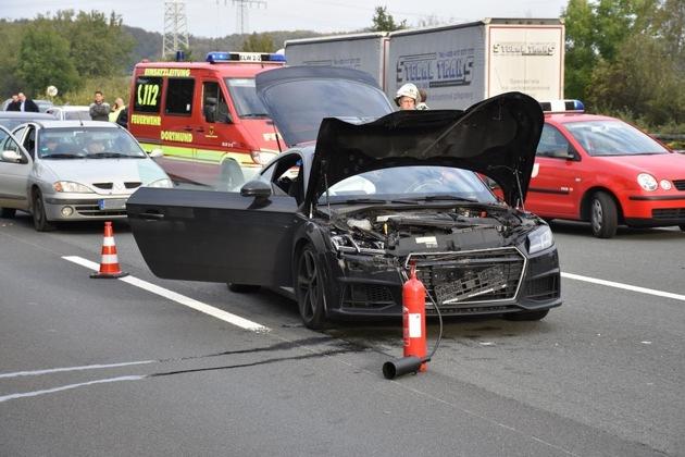 FW-DO: A45 - Lieferwagen bleibt nach Zusammenstoß mit einem PKW auf der Seite liegen