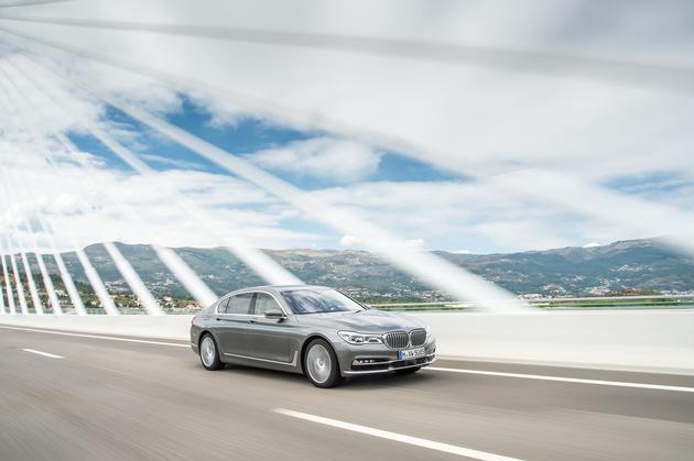 """BMW bei der Leserwahl von """"auto motor und sport"""" erfolgreich / BMW 7er Reihe, BMW 5er Reihe und BMW X1 als """"BEST CARS 2016"""" ausgezeichnet"""