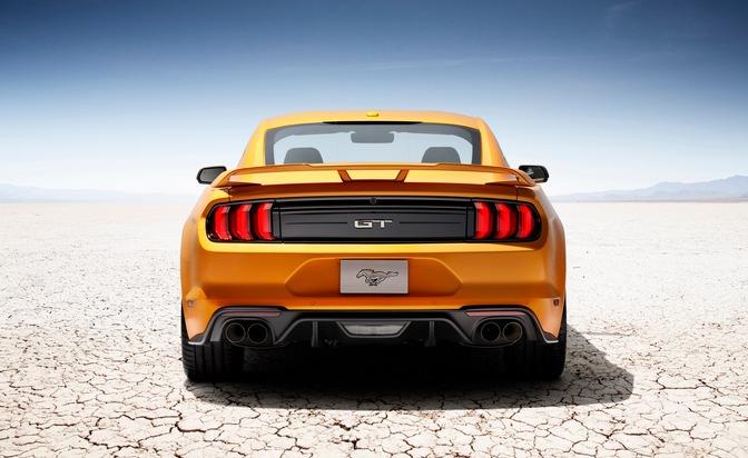 """Neuer Ford Mustang V8 GT mit Performance Pack in Orange / Essen Motor Show: Ford verkündet Preise des neuen Mustang und enthüllt GT4-Rennversion / Weiterer Text über ots und www.presseportal.de/nr/6955 / Die Verwendung dieses Bildes ist für redaktionelle Zwecke honorarfrei. Veröffentlichung bitte unter Quellenangabe: """"obs/Ford-Werke GmbH"""""""