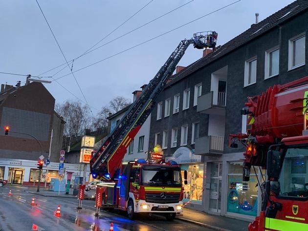 FW-DO: Drei Schornsteine eines Wohnhauses abtragen