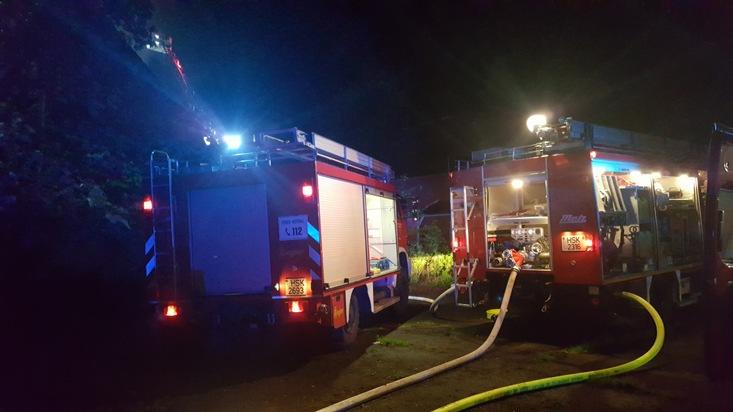 119 Einsatzkräfte von Feuerwehr und Hilfsdiensten wurden zum Brand an die Salus-Klinik gerufen. Foto: FW Arnsberg