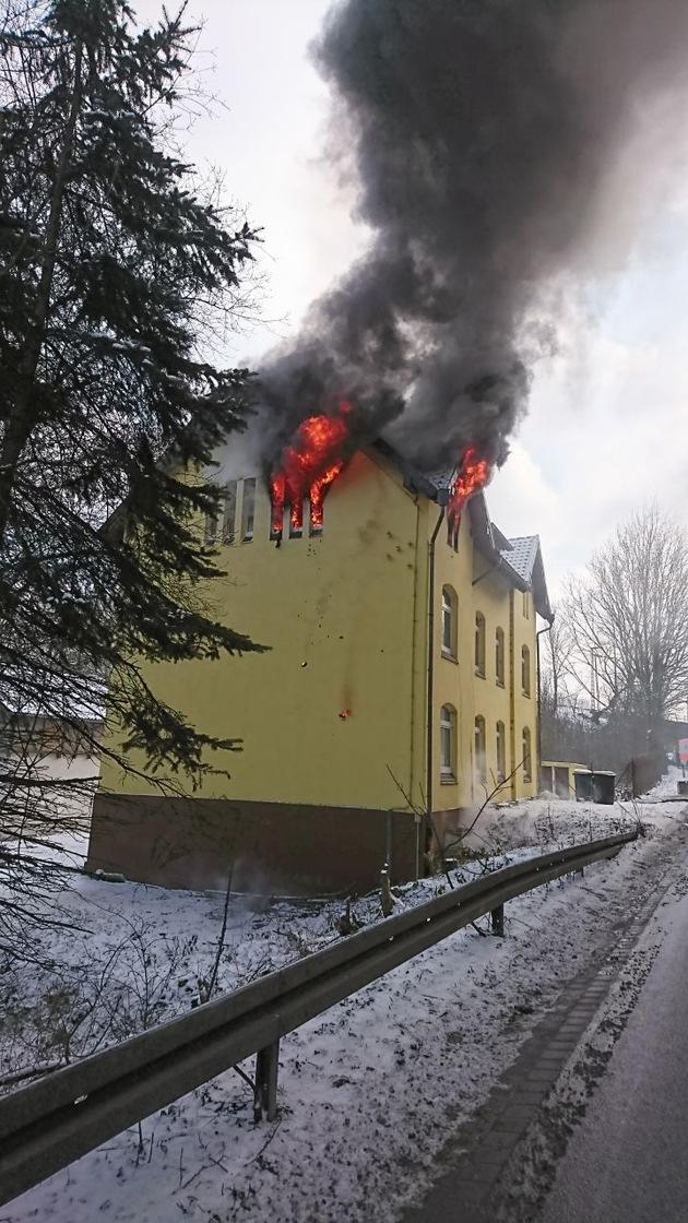 Flammen im Obergeschoss