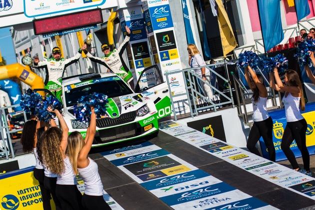 """Mit Platz zwei bei der ,Rally Islas Canarias' holt sich der deutsche Champion Kreim auch die Spitze in der EM-Gesamtwertung in der U28-Kategorie. Weiterer Text über ots und www.presseportal.de/nr/28249 / Die Verwendung dieses Bildes ist für redaktionelle Zwecke honorarfrei. Veröffentlichung bitte unter Quellenangabe: """"obs/Skoda Auto Deutschland GmbH"""""""
