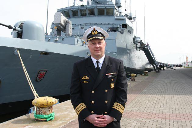 """Der scheidende Kommandant der """"Braunschweig"""", Fregattenkapitän Axel Herbst. Foto: Astrid Balzer, Deutsche Marine"""