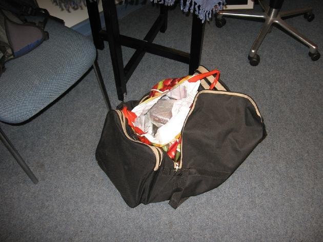 LKA-SH: Gemeinsame Pressemitteilung der Staatsanwaltschaft Kiel und des LKA Kiel vom 17.04.2009 Kiel: Sicherstellung von 7 Kilogramm Heroin in Kiel