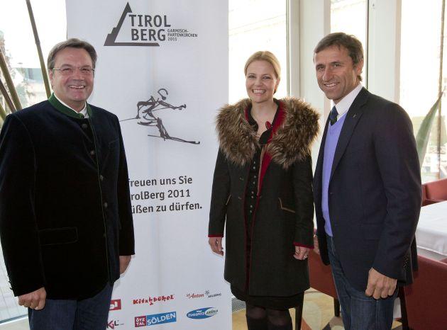Kyra Vögele-Müller stylisierte einen Skifahrer und gewann den Künstlerwettbewerb. Das Sujet werde dem TirolBerg neuen Glanz verleihen, meinten LH Platter(li) und Josef Margreiter(re.).
