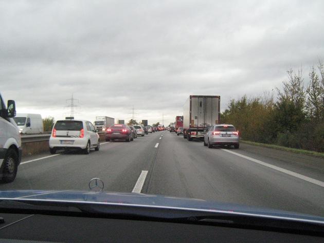 So sollte es aussehen, wenn der Verkehr zum Stillstand kommt oder nur noch mit Schrittgeschwindigkeit rollt - aufgenommen auf der A 61