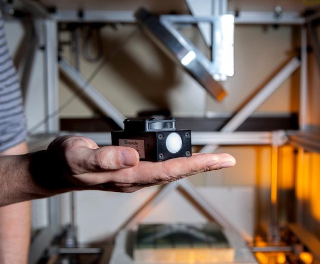 Das kompakte W-Band-Radar ist in etwa so groß wie eine Zigarettenschachtel. © Fraunhofer IAF