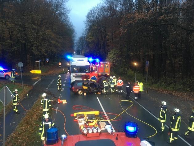 Ca. 35 Einsatzkräfte von Rettungsdienst und Feuerwehr waren vor Ort tätig.