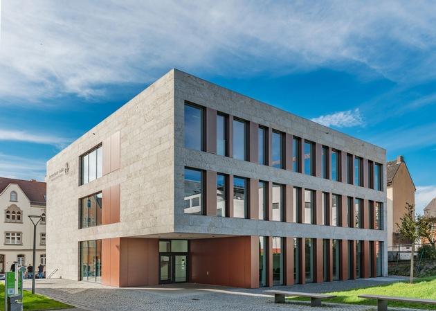"""Bindeglied zwischen Wohnbebauung und Hochschulgelände: Das Lehr- und Verwaltungsgebäude in der Moltkestraße schafft laut Jury einen """"vorbildlichen Campusbaustein"""". (Foto: sturm und wartzeck gmbh)"""