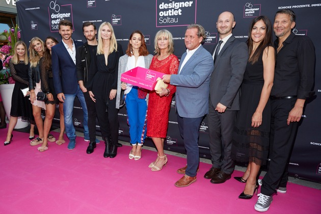 Starfeeling pur im Designer Outlet Soltau: Hollywood Glamour mit Traumfrau Bo Derek und vielen Stars live