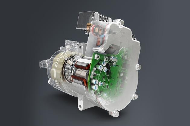 Der 48 V-Hybrid-Booster von Brose basiert auf einem neuen Motor- und Elektronikbaukasten. Mit  bis zu 80 Nm Drehmoment bewegt er das Fahrzeug etwa im Parkhaus auch ohne Zuschalten  des Hauptmotors.