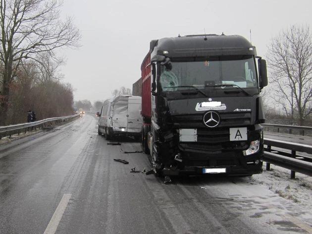 POL-PDWO: Unfall auf winterglatter Fahrbahn - B9 teils voll gesperrt