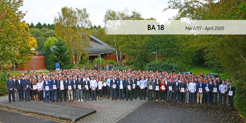 Die frisch ernannten Polizeikommissaranwärterinnen und Polizeikommissaranwärter an der Hochschule der Polizei Rheinland-Pfalz