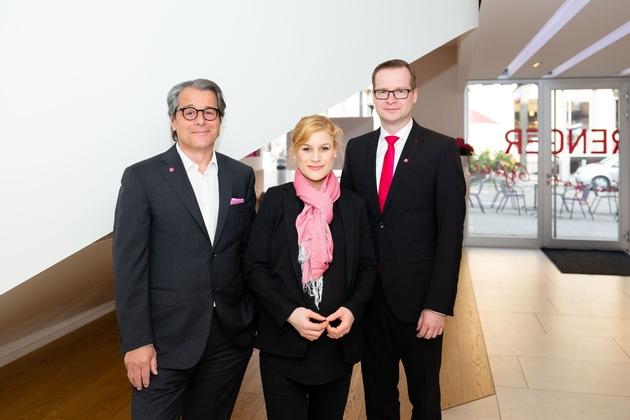 (v.l.n.r.) Senator h. c. Karl Strenger, Dr. Lis Hannemann-Strenger und Julien Ahrens Foto: STRENGER/Hanus